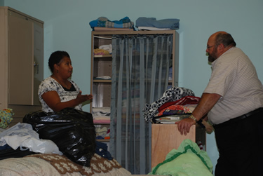 Shelter Director Vanessa Tyus, a homeless advocate, discusses the ministry with Grace UMC pastor Mike Fender.
