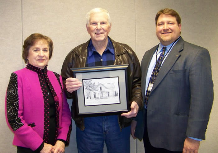 Joe Bob Pierce (center)